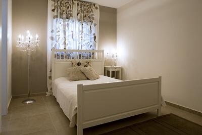 חדר שינה מעץ