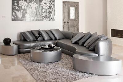 ספה פינתית בצבע אפור מבריק